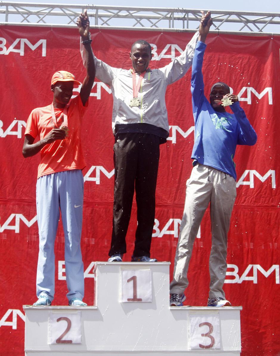El podio de ganadores de la categoría masculina fue dominado por corredores keniatas. (Foto: Sports and Marketing)