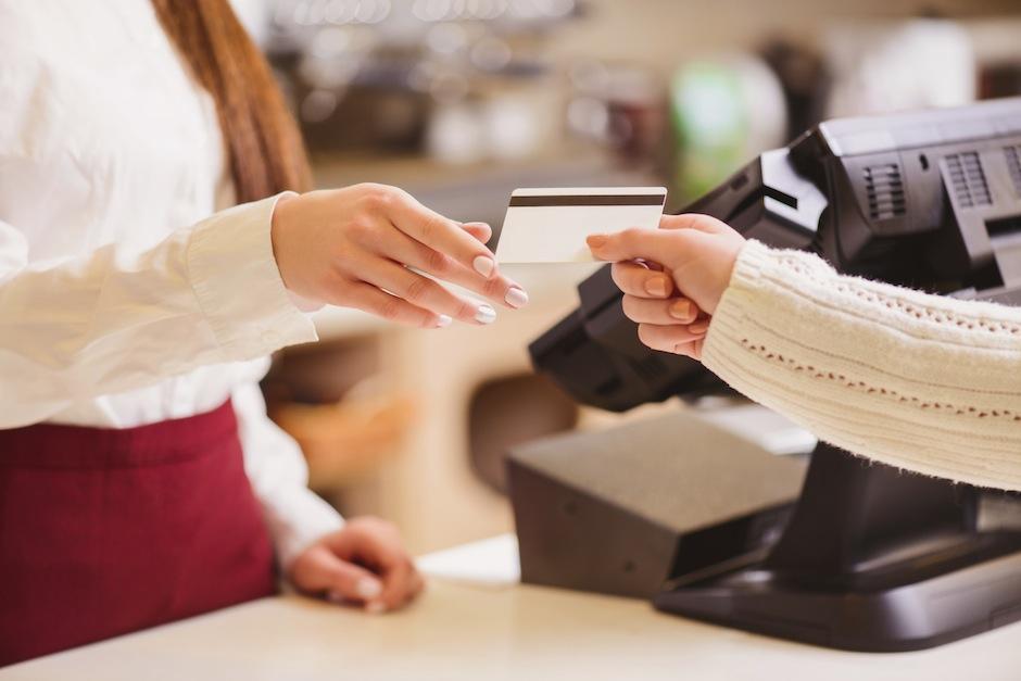 Verifica los gastos extra que te cobra el banco. (Foto: argentarium.com)