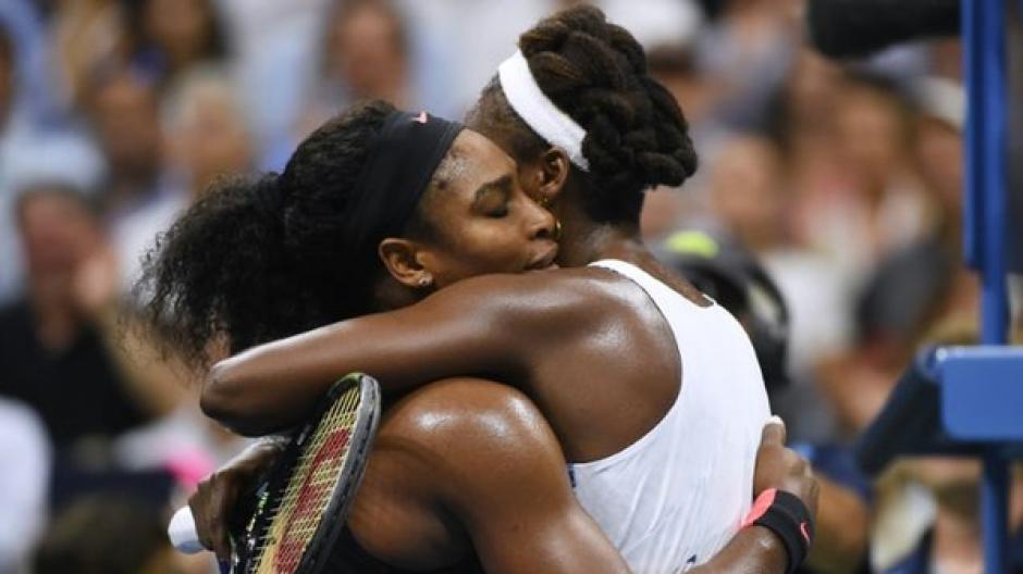 Serena derrotó a su hermana Venus en un choque con el toque Williams