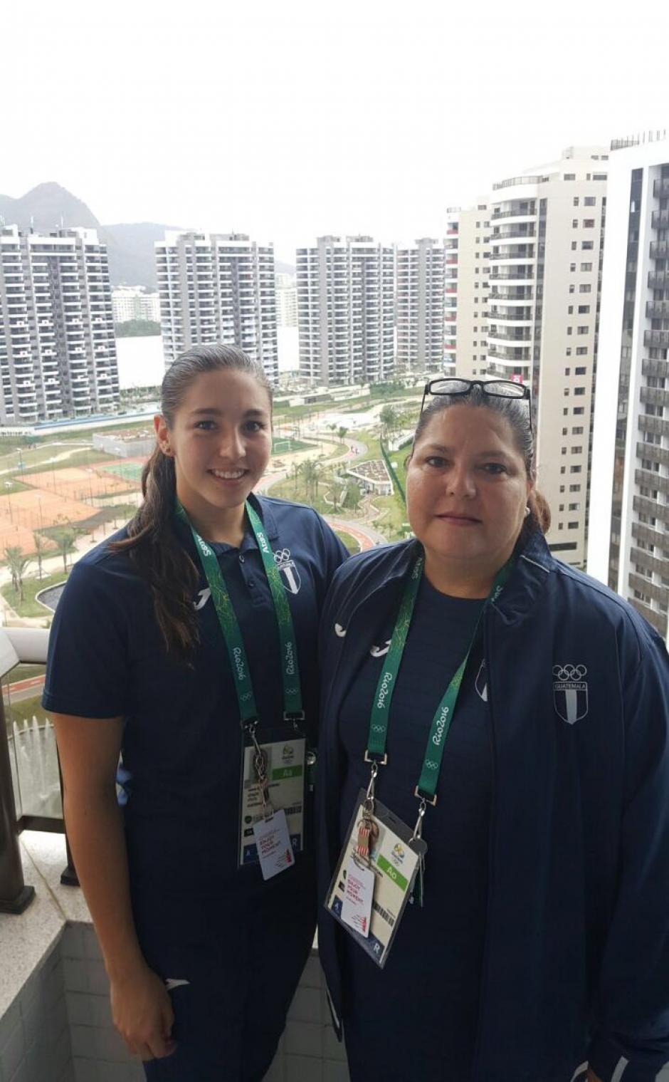 Valerie junto a su entrenadora (madre) Karin Slowing. (Foto: COG)