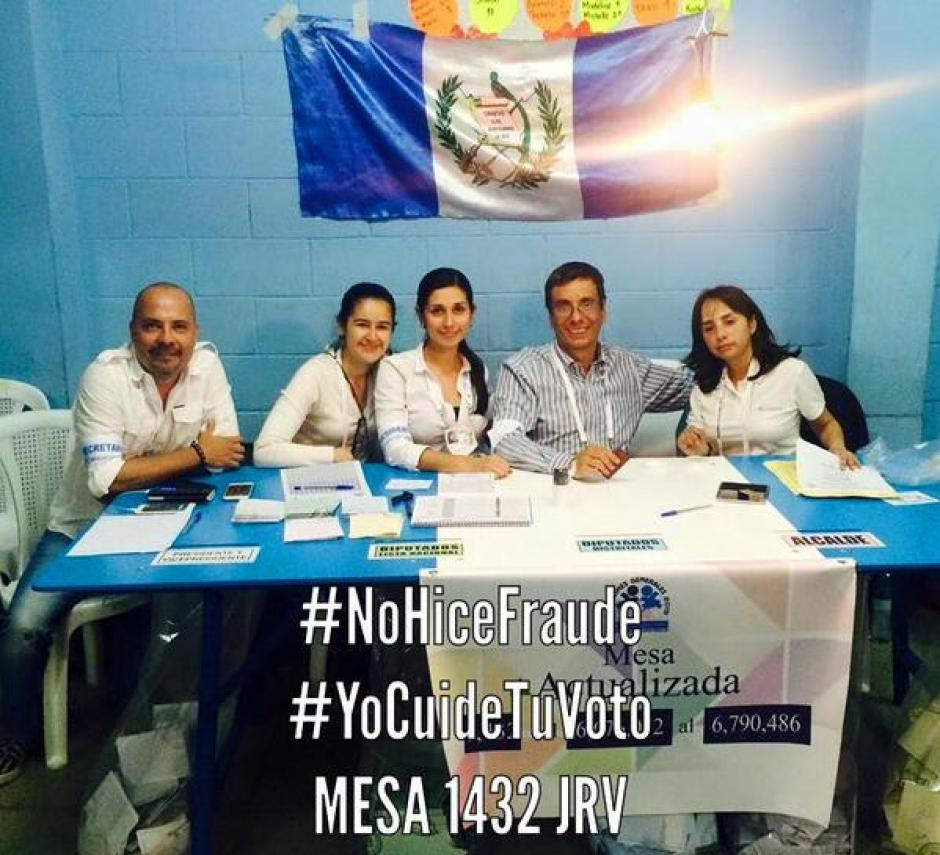 Voluntarios en JRV envían un mensaje a la ciudadanía a través de las redes sociales: #YoCuideTuVoto y #NoHiceFraudeElectoral.
