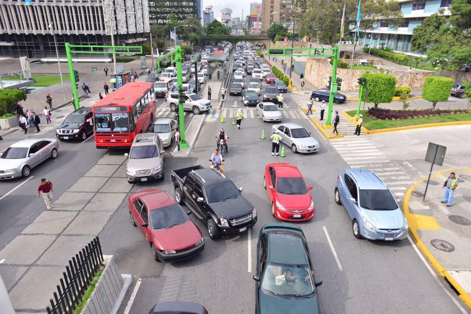 Las principales rutas fueron afectadas, como el Periférico, la 7ma avenida de la zonas 4 y 9, así como la Avenida Bolívar y Calle Martí. (Foto: Jesús Alfonso/Soy502)