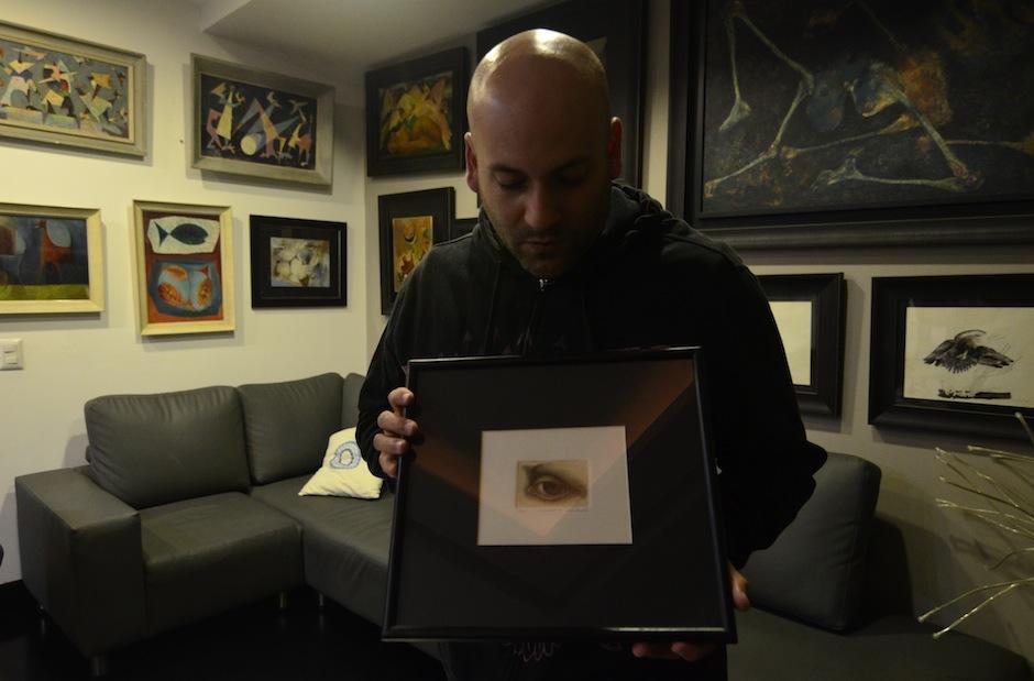Esto convierte a los coleccionistas en guardianes de la historia. El músico Francis Dávila es uno de ellos. (Foto: Selene Mejía/Soy502)