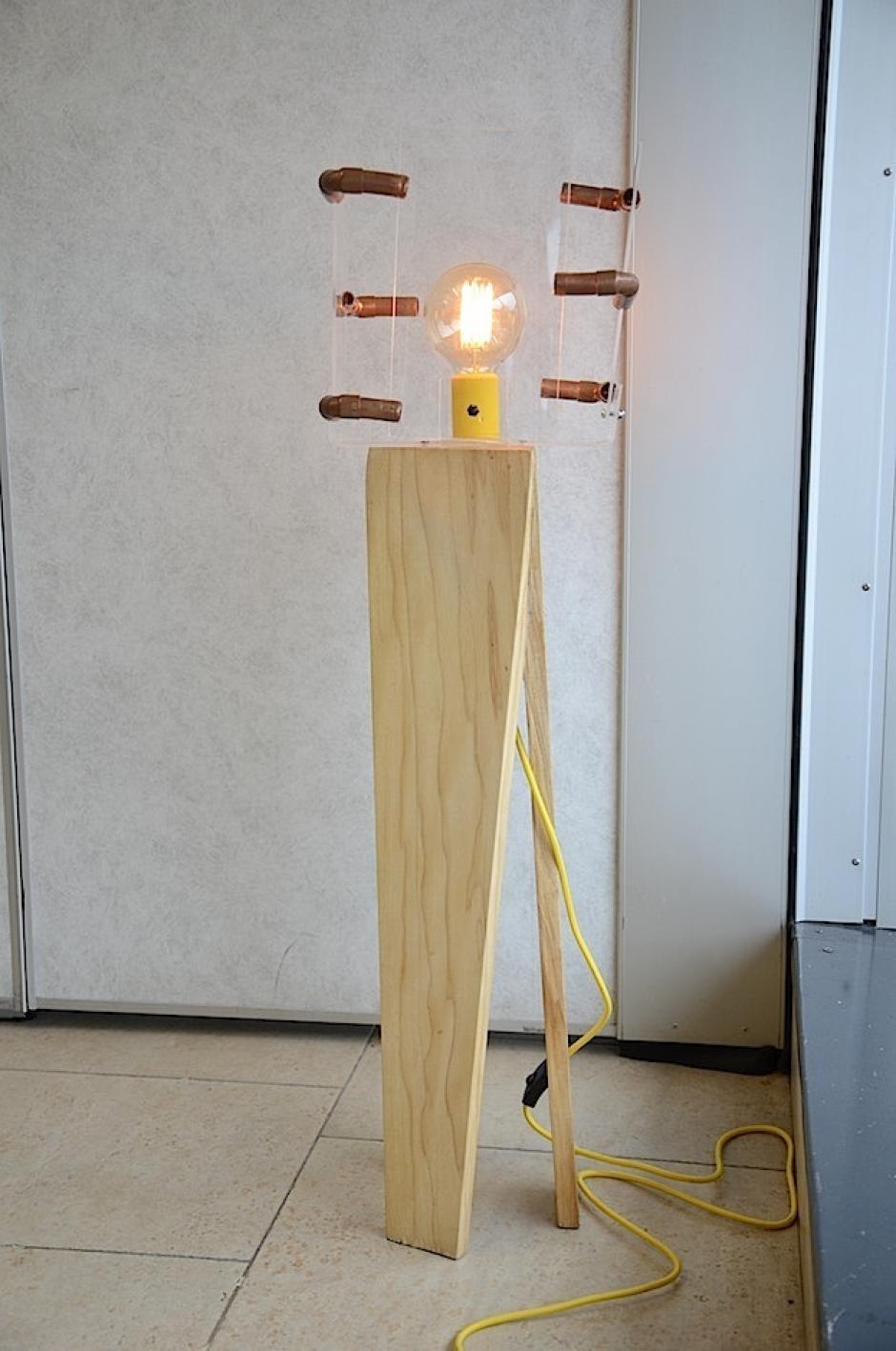 Esta es una lámpara inspirada en una cámara fotográfica. (Foto: Selene mejía/Soy502)