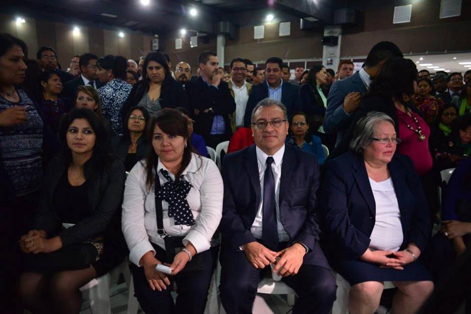 Los integrantes del Colegio de Abogados esperan los resultados de las elecciones. (Foto: Jesús Alfonso/Soy502)
