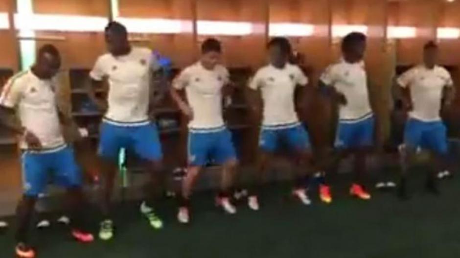 Los colombianos se grabaron bailando en el camerino.