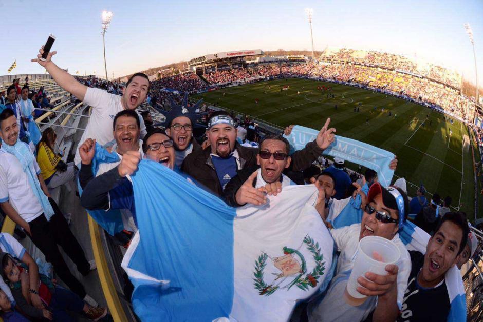 Los guatemaltecos pusieron el ambiente en el Mapfre Stadium.  (Foto: Diego Galiano/Nuestro Diario)