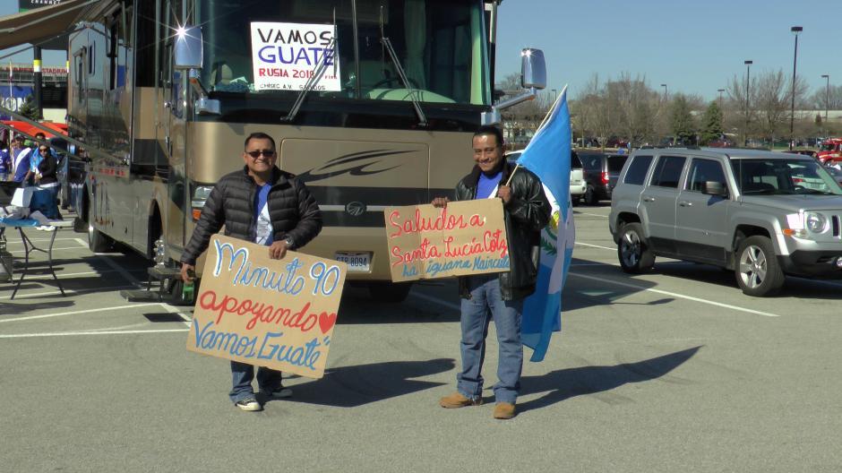 Muchos guatemaltecos que viven en Estados Unidos viajaron horas para ver a la Sele. (Luis Barrios/Soy502)