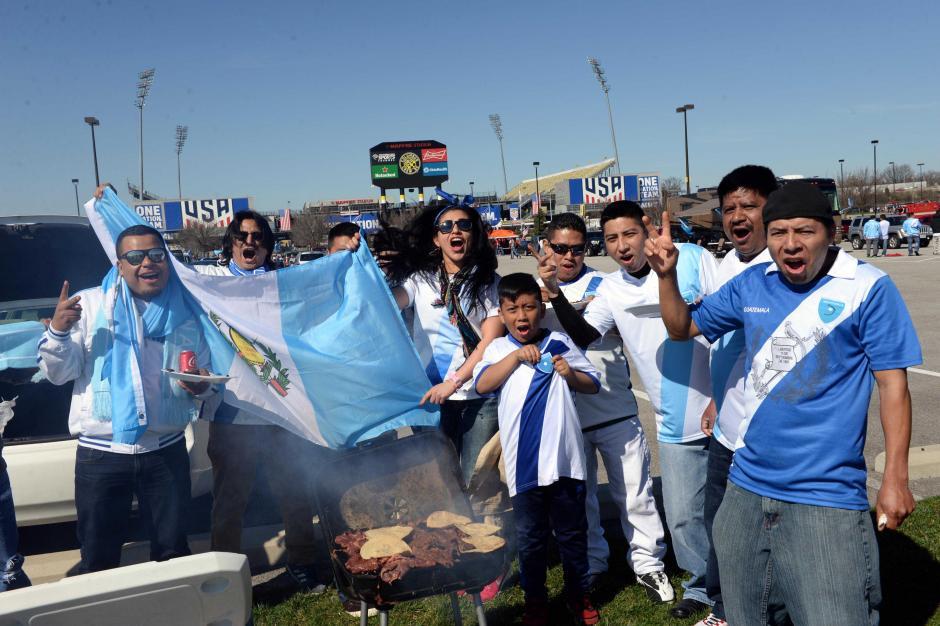 """El tradicional """"churrasco"""" antes de entrar a los graderíos del Mapfre Stadium.  (Foto: Diego Galiano/Nuestro Diario)"""