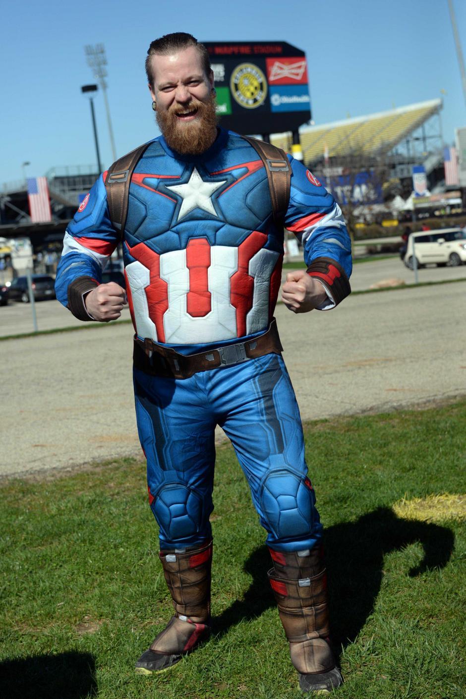 Disfraz particular de este aficionado de Estados Unidos afuera del Mapfre Stadium. (Foto: Diego Galiano/Nuestro Diario)