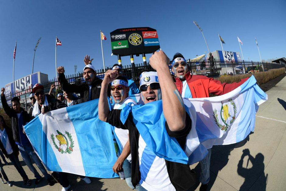 La afición guatemalteca vive su propio partido en el Mapfre Stadium. (Foto: Diego Galiano/Nuestro Diario)