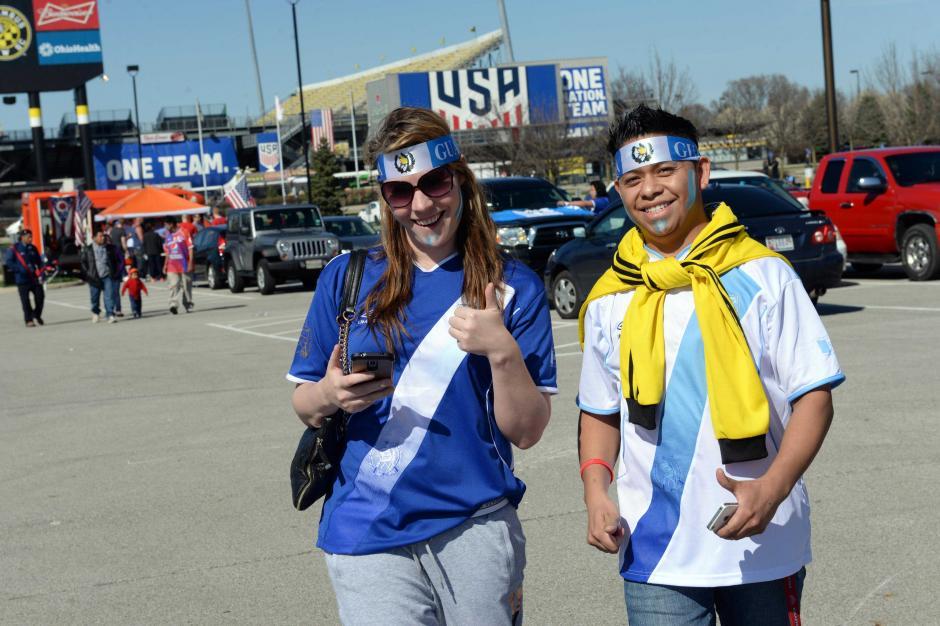 Un guatemalteco que vive en Estados Unidos llegó con su novia de Columbus.  (Foto: Diego Galiano/Nuestro Diario)