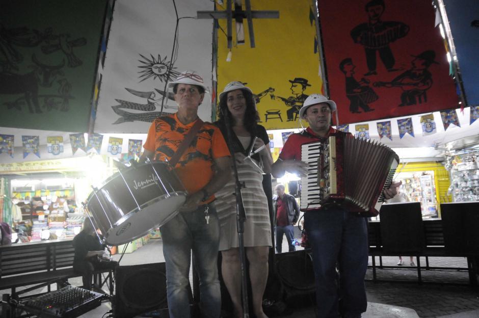 """En la entrada de """"Feira"""" San Cristóbal un grupo de música tradicional ameniza a los visitantes. (Foto: Pedro Pablo Mijangos/Soy502)"""