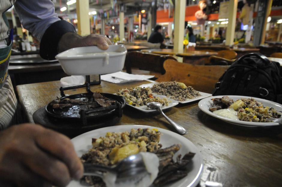 Algunos de los platos típicos del norte de Brasil. Base de carne, frijol y arroz. (Foto: Pedro Pablo Mijangos/Soy502)