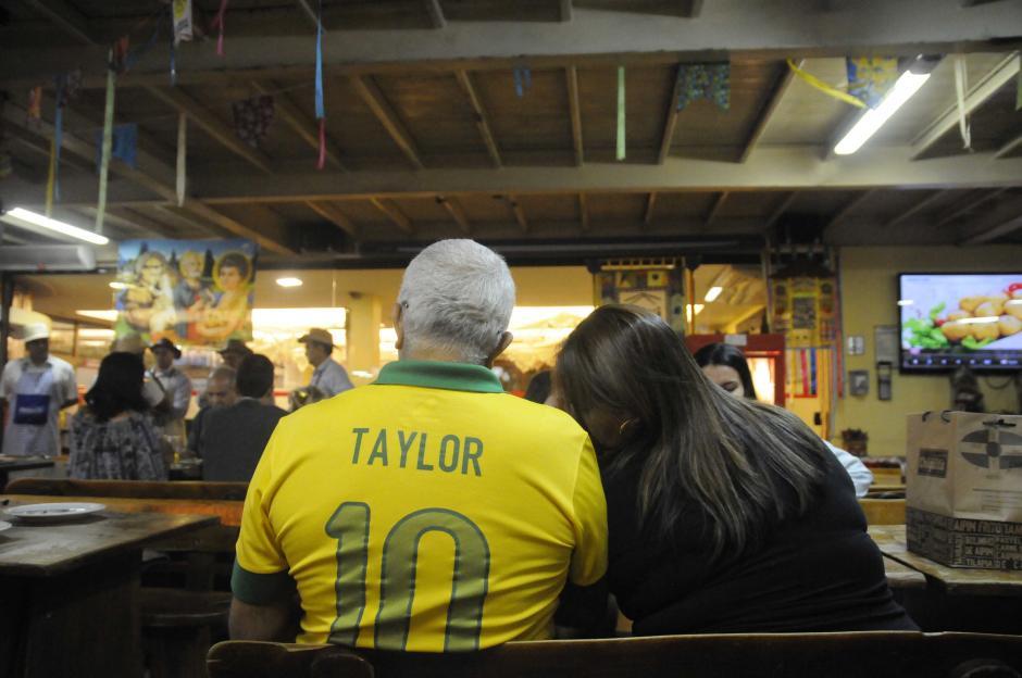 """La camisa amarilla de la """"Seleccao"""" de Brasil es infaltable en las calles de Río. (Foto: Pedro Pablo Mijangos/Soy502)"""