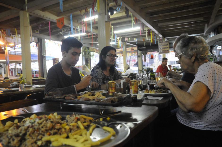 Los platos son servidos con mucha cantidad de comida. (Foto: Pedro Pablo Mijangos/Soy502)