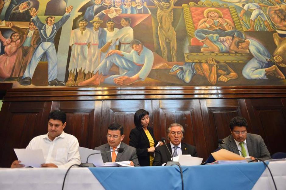 En el Salón del Pueblo se reúnen los integrantes de la comisión pesquisidora. (Foto: Jesús Alfonso/Soy502)