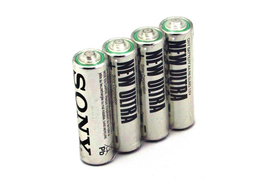 Esta es una fácil manera de saber si tus baterías tienen carga. (Foto: Sony)