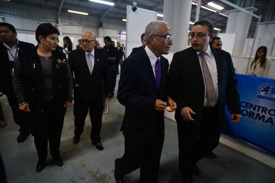 Las autoridades del TSE acudieron al Centro de Cómputo acompañados por la fiscal general del MPThelma Aldana. (Foto: Wilder López/Soy502)