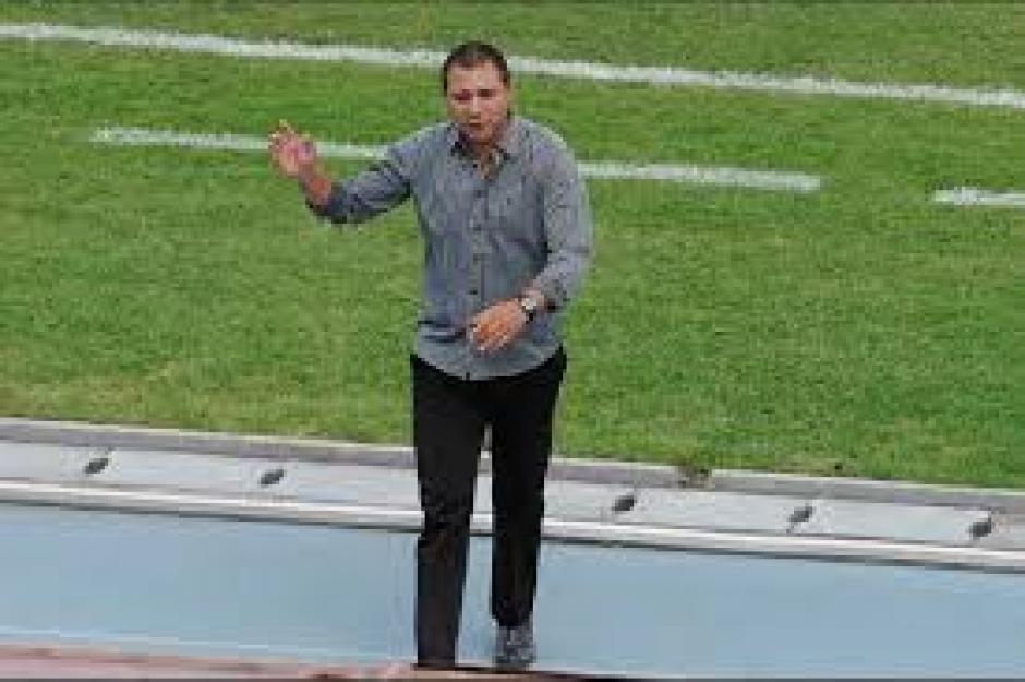 El técnico argentino, Mauricio Tapia, sufrió durante los 90 minutos. (Foto: Orlando Chile/Nuestro Diario)