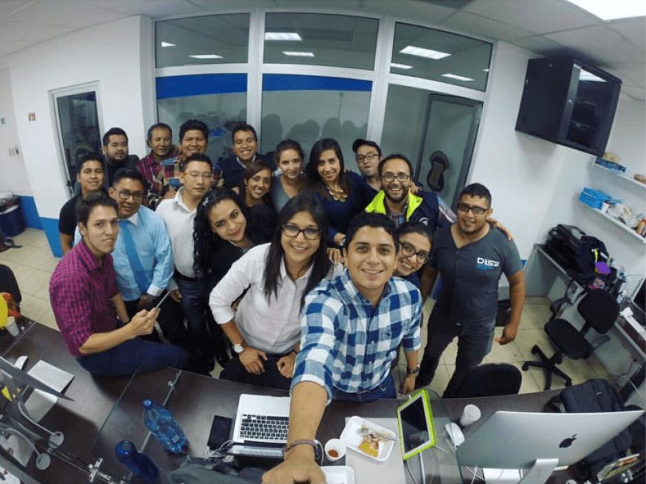Estos son algunos de los 27 empleados que forman parte del equipo de comunicación de Neto Bran. (Foto: Eunice Tellez Rivera/Facebook)