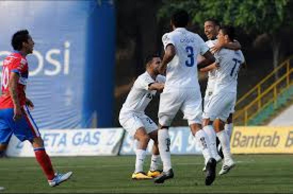 Los cremas ganaron su tercer partido consecutivo y luchan por su lugar en la fase final del Clausura 2016.  (Foto: Orlando Chile/Nuestro Diario)