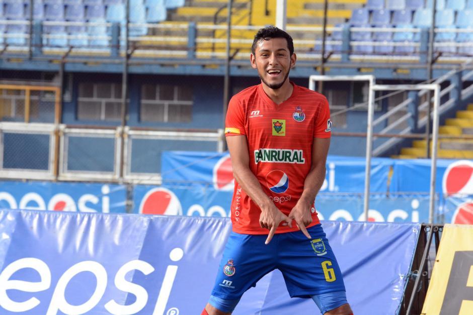 Cristian Jiménez festeja su segundo gol en el clásico 291. (Foto: Nuestro Diario)