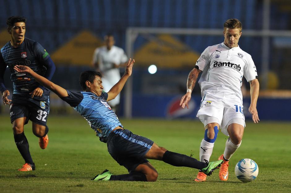 Federico Gallego mostró otra actitud en el juego contra Mictlán. (Foto: Sergio Muñoz/Nuestro Diario)