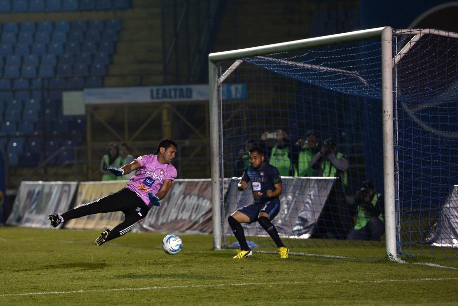 Carlos Castrillo anotó el cuarto gol para Comunicaciones. (Foto: Sergio Muñoz/Nuestro Diario)