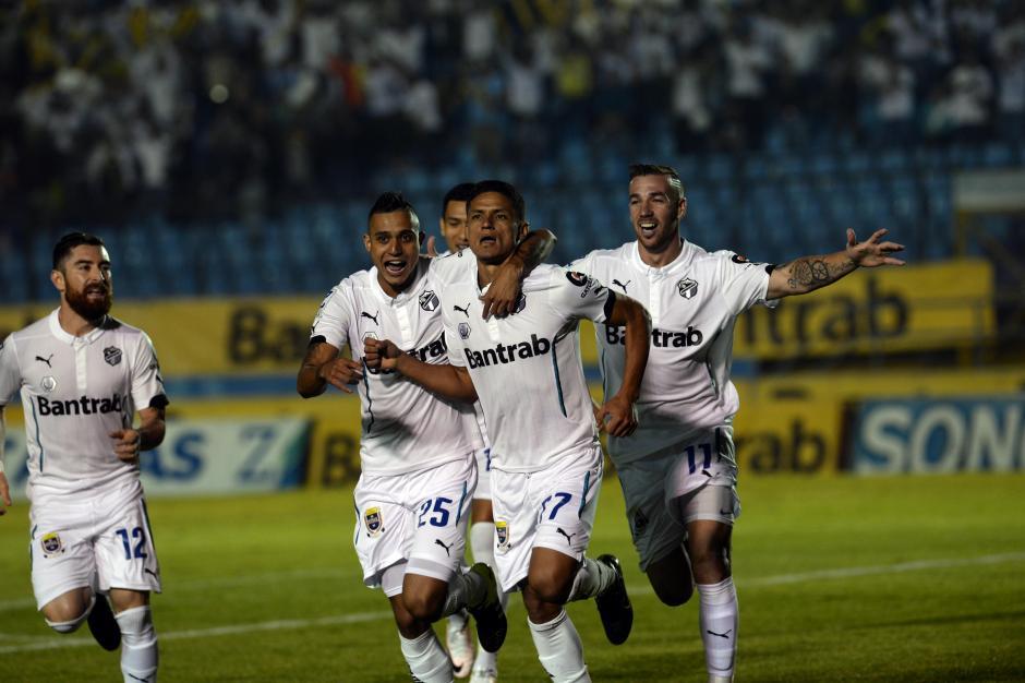 Jairo Arreola celebra el gol que le da la victoria a Comunicaciones (Foto: Diego Galiano/Nuestro Diario)