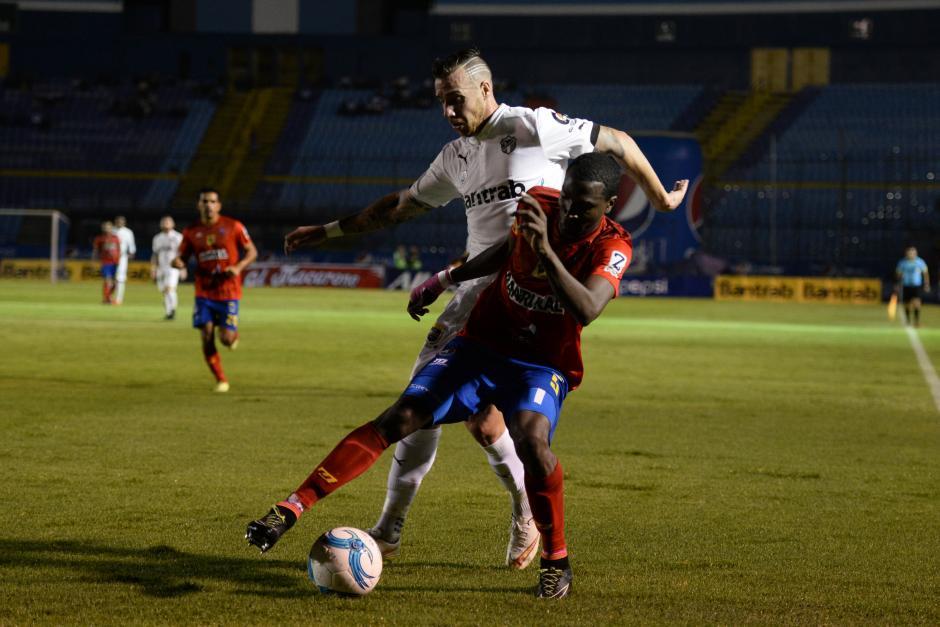 El encuentro de ida del Torneo Clausura terminó con la victoria para Comunicaciones. (Foto: Sergio Muñoz/Nuestro Diario)