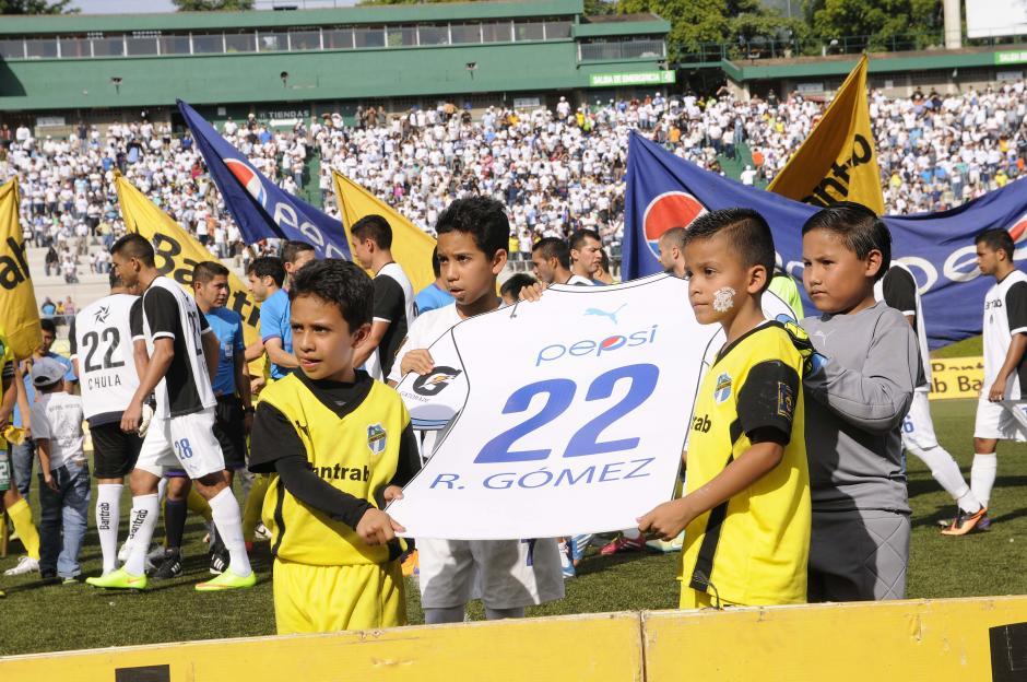La camisola número 22 fue retirada de forma oficial de los uniformes de Comunicaciones, como hace algunos años también lo hicieron con el número 7, que portó mucho tiempo el delantero costarricense Rolando Fonseca.(Foto: Orlando Chile/Nuestro Diario)