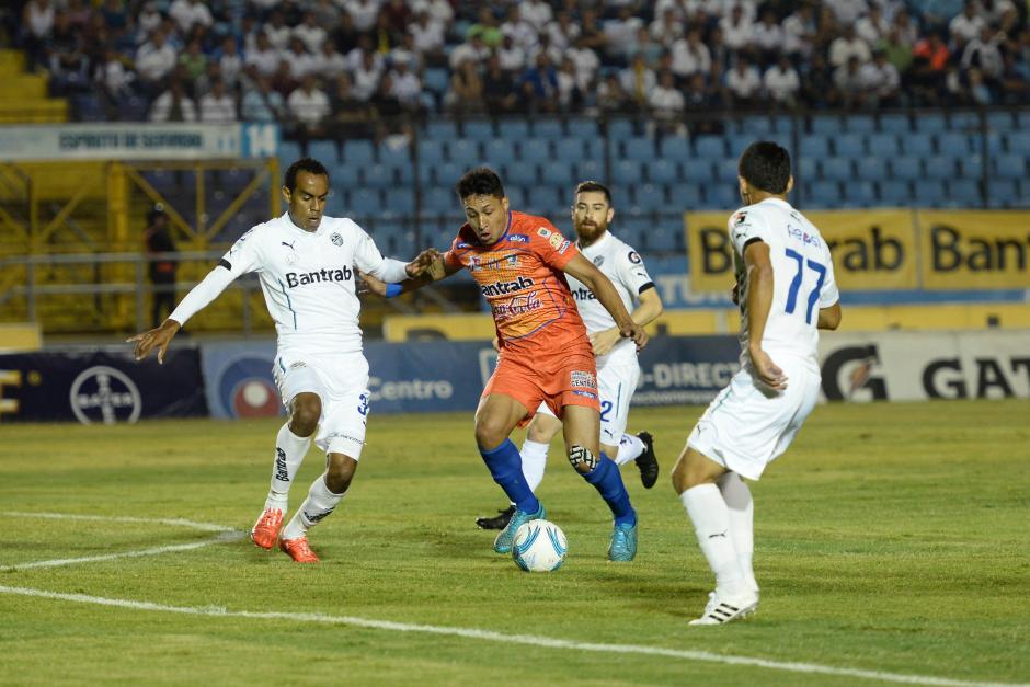 El partido vivió sus mejores momentos en la primera parte. (Foto: Sergio Muñoz/Nuestro Diario)