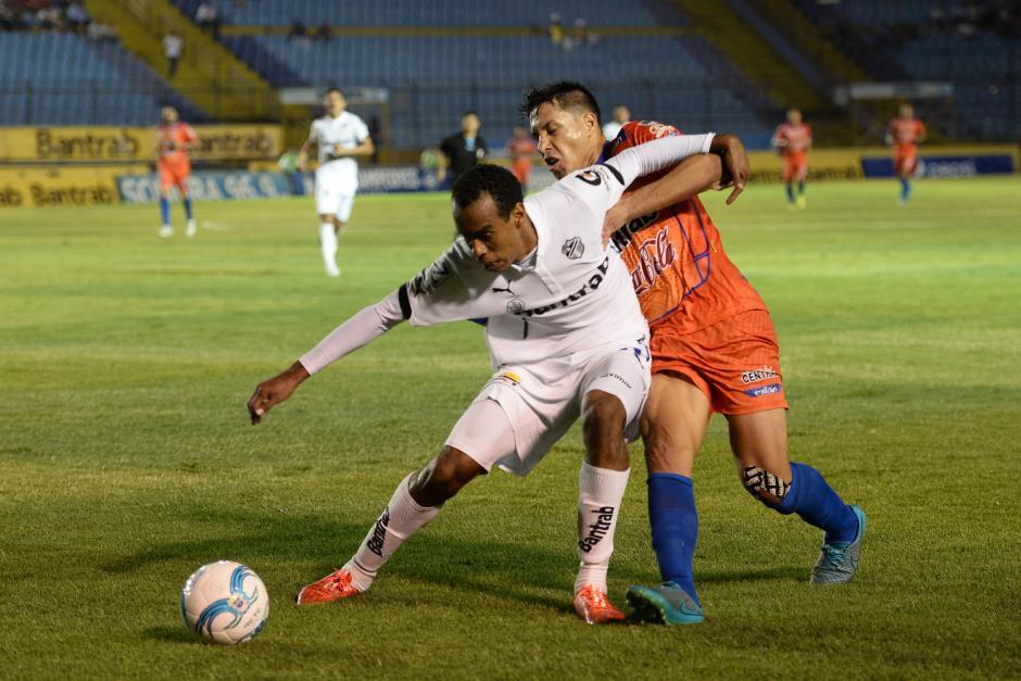 En el juego no hubo muchas tarjetas. (Foto: Sergio Muñoz/Nuestro Diario)
