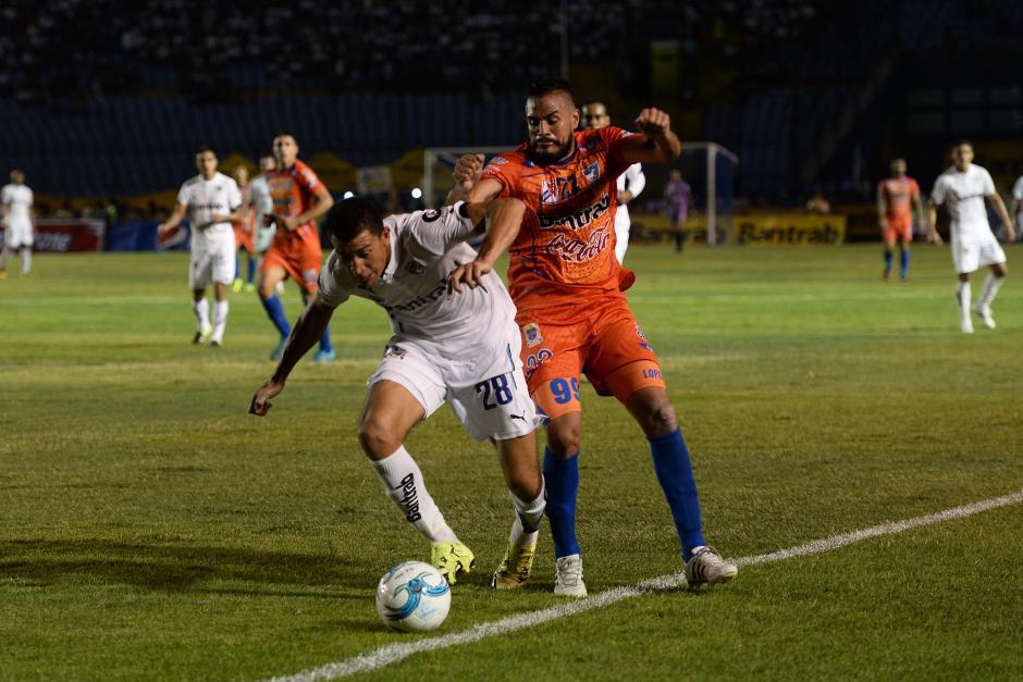 Las acciones de juego entre Cremas y Venados. (Foto: Sergio Muñoz/Nuestro Diario)
