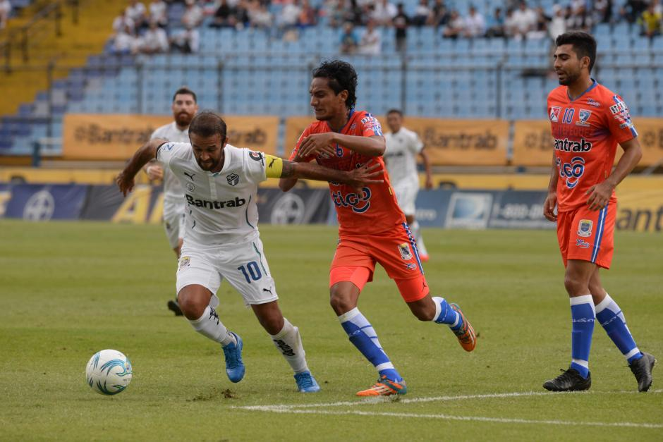 Contreras desequilibró en el medio campo de los albos. (Foto: Diego Galiano/Nuestro Diario)