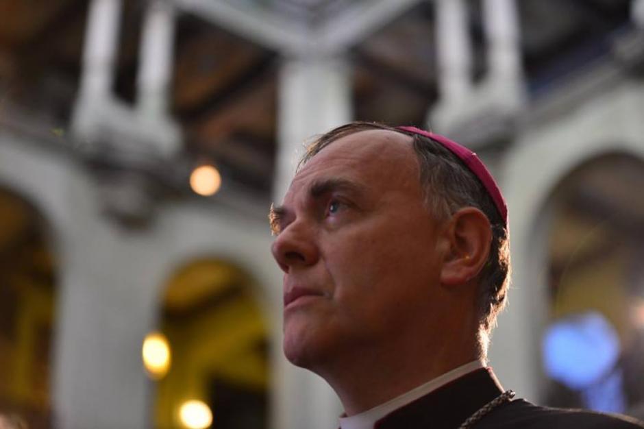 El Nuncio Apostólico Nicolás Thevenin fue invitado especial de la presentación.  (Foto: Jesús Alfonso/Soy502)