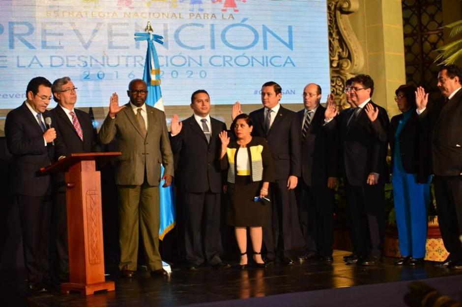 El Presidente juramentó a los miembros de la Comisión de Reducción de la Desnutrición. (Foto: Jesús Alfonso/Soy502)