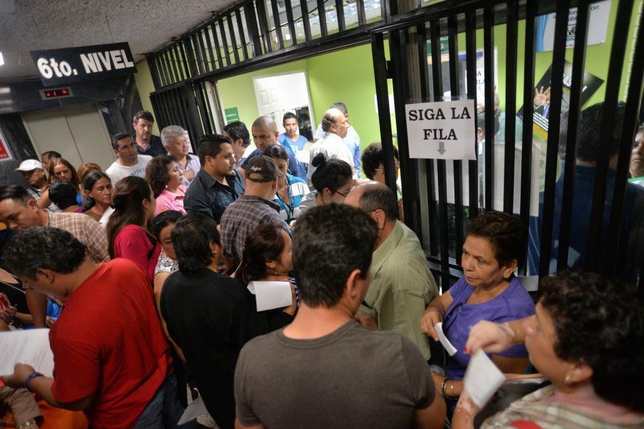 Al menos mil 400 personas han llegado a las once sedes del Conap para hacer el registro. (Foto: Wilder López/Soy502)