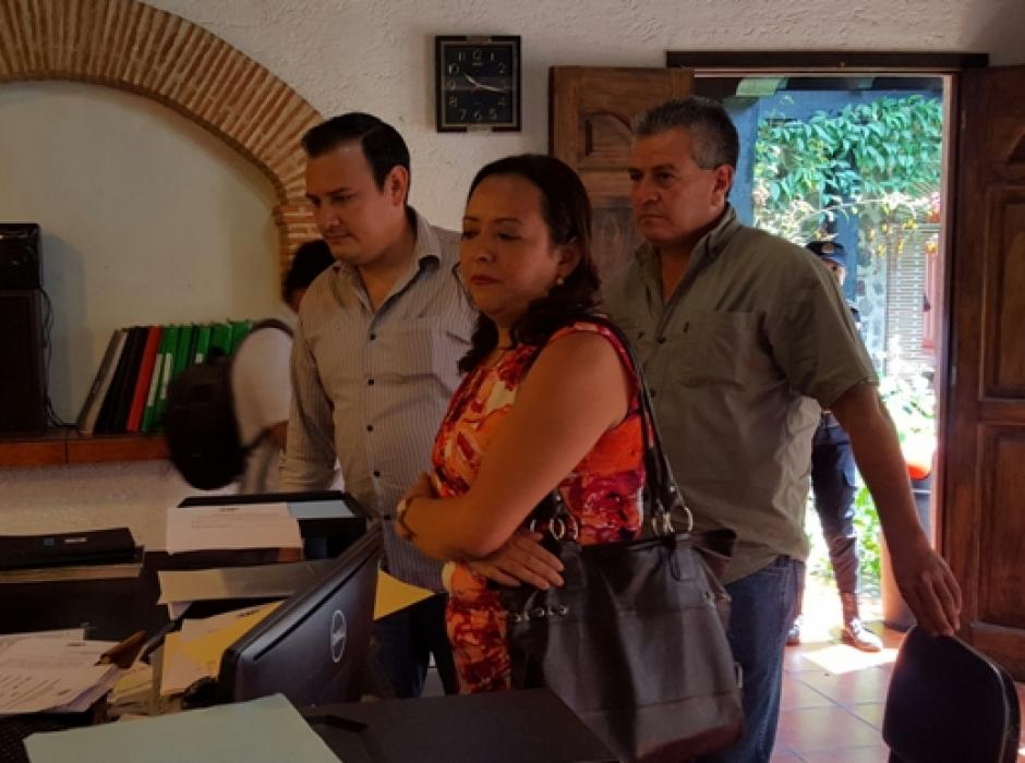 Los concejales María Eugenia Contreras, Julio Roldán y Roberto Orozco interpusieron una denuncia ante el MP. (Foto: Cortesía Julio Sicán/Proceso Gt)