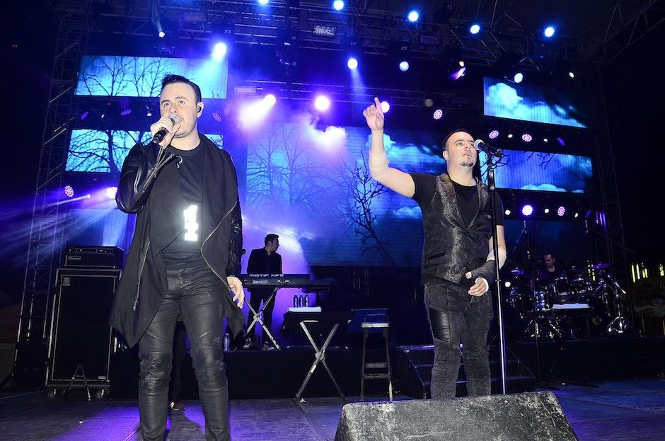 """La banda interpretó """"Mi persona favorita"""" junto a las fanáticas guatemaltecas. (Foto: Abner Slaguero/Nuestro Diario)"""