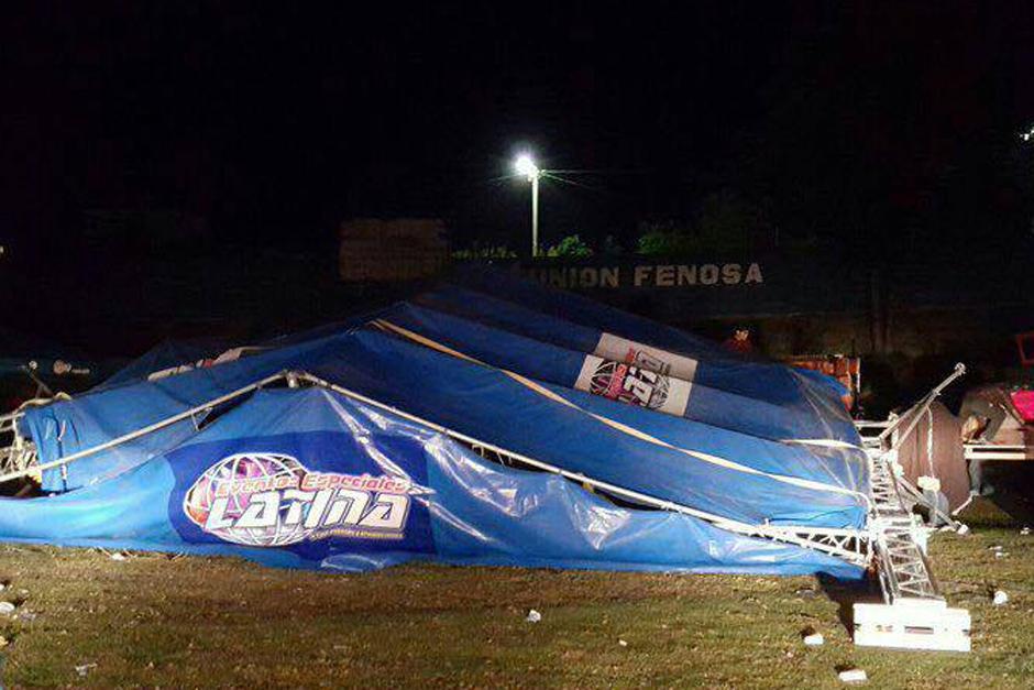 Un concierto evangélico terminó en tragedia luego que el escenario se desplomara. (Foto: Bomberos Municipales Departamentales)
