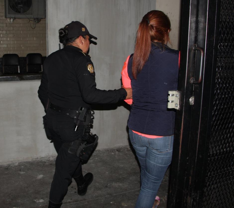 Capturan a la supuesta responsable de atropellar a dos agentes de la PNC. (Foto: PNC)