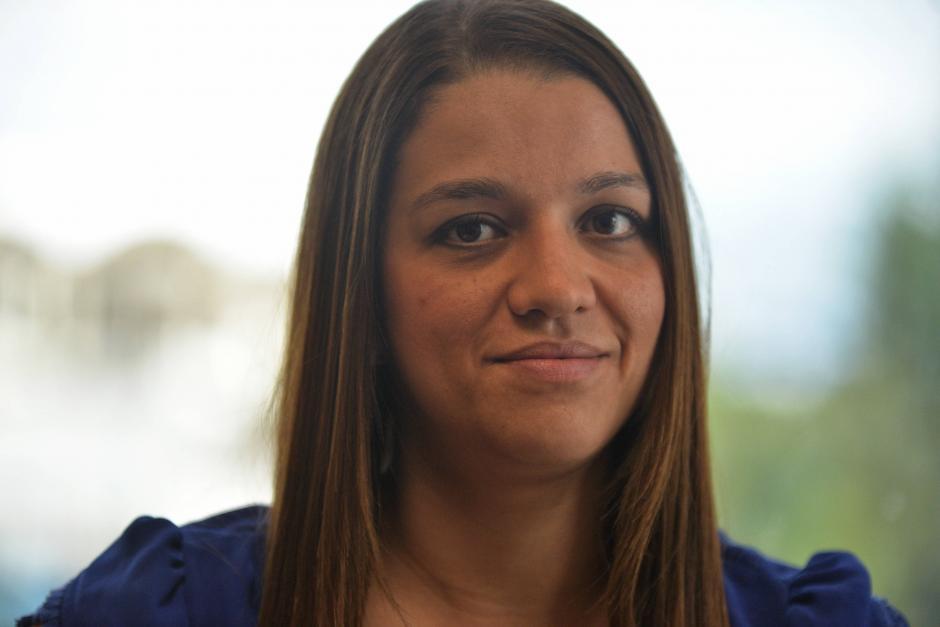 María José Girón, fundadora de Conexión Laboral, explica que Cori más que una trabajadora es su amiga. (Foto: Wilder López/Soy502)