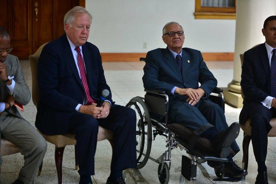 Durante la conferencia de prensa estuvo el presidente Alejandro Maldonado quien sigue en silla de ruedas. (Foto: Wilder López/Soy502)