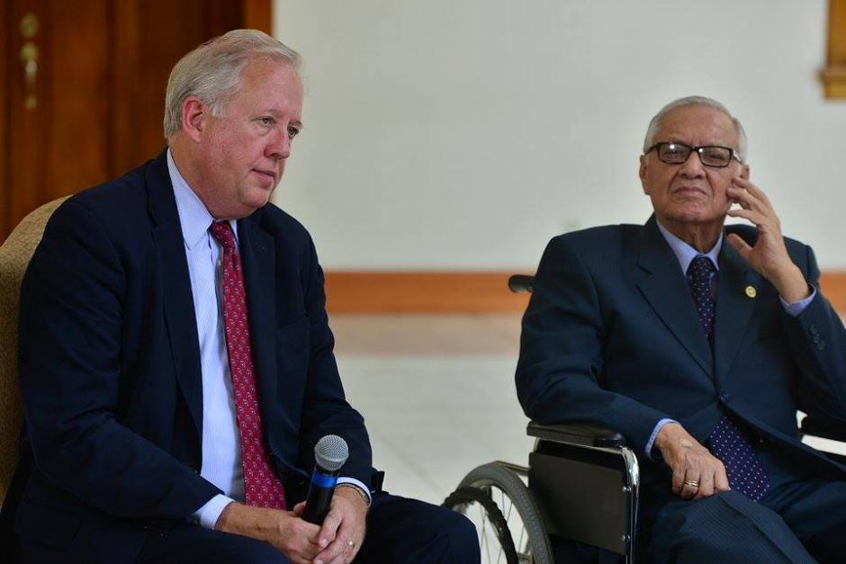 Maldonado estuvo atento a lo que decían los funcionarios norteamericanos. (Foto: Wilder López/Soy502)