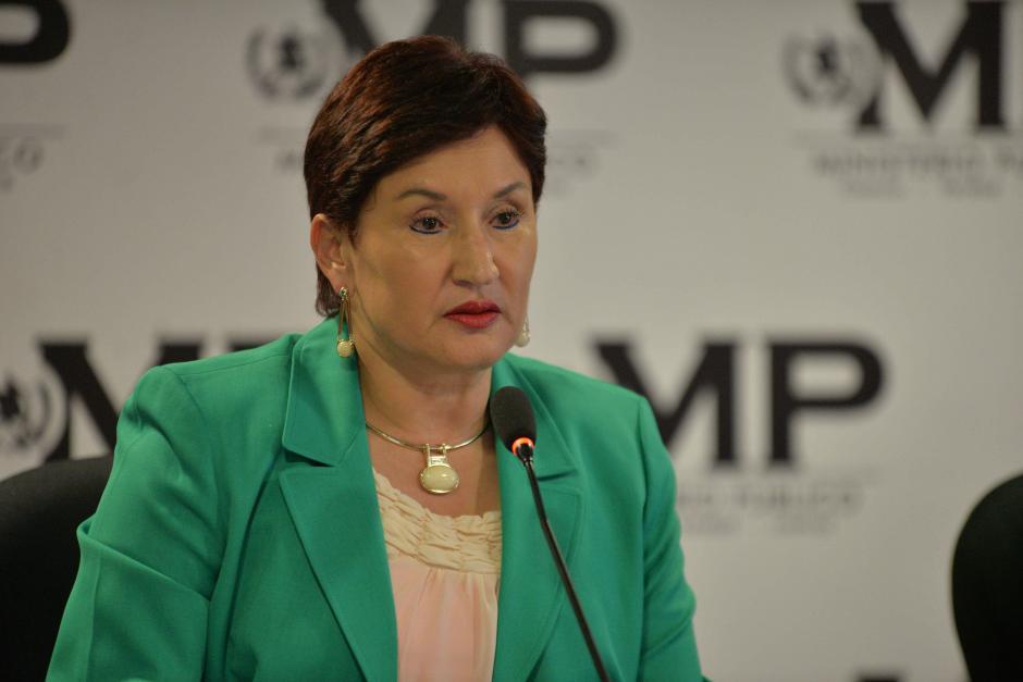 La fiscal general Thelma Aldana explica la forma de operar de la red criminal. (Foto: Wilder López/Soy502)