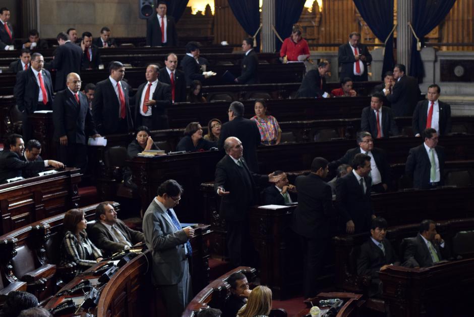 """Mario Taracena llamó a los diputados del Partido Patriota, """"ovejas obedientes"""" por aprobar el presupuesto. (Foto: Esteban Biba/Soy502)"""