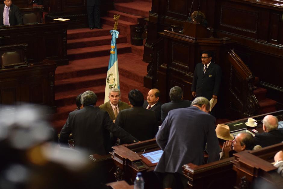 Luis Rabbé el próximo presidente estuvo activo entre los diputados antes de la sesión de aprobación de presupuesto. (Foto: Esteban Biba/Soy502)