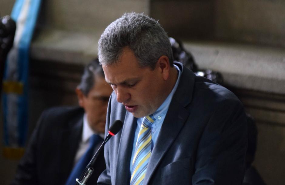 Christian Bussinot, secretario de la Junta Directiva del Congreso realizó su conocida lectura ininteligible. (Foto: Esteban Biba/Soy502)